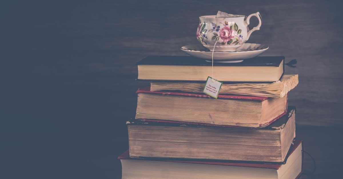 knjige na stolu